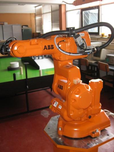 vesti_robotika_naslovna_abb_robot_robotstudio_ftn_mehatronika_novi_sad_irb_140_1.jpg