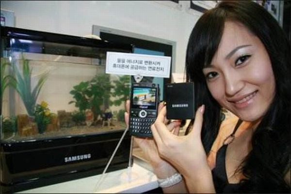 10_zanimljivih_uredjaja_koji_rade_na_vodu-samsung-water-powered-cellphone-automatika.rs.jpg